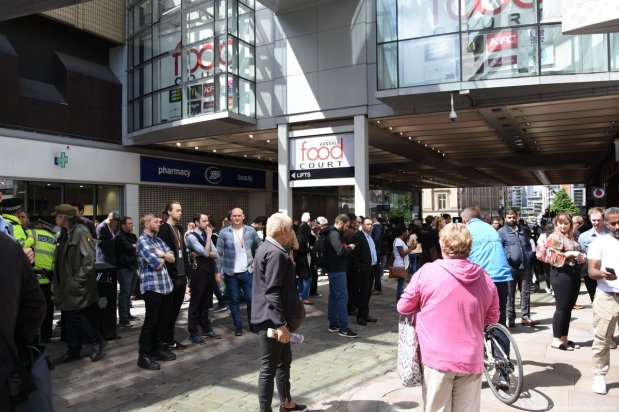 Arndale Shopping centre is evacuated by armed police in Manchester, England on 23 May 2017. [Behlül Çetinkaya/Anadolu Agency]