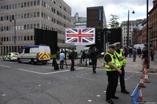 Police take security measures after Arndale Shopping centre is evacuated by armed police in Manchester, England on 23 May 2017. [Behlül Çetinkaya/Anadolu Agency]