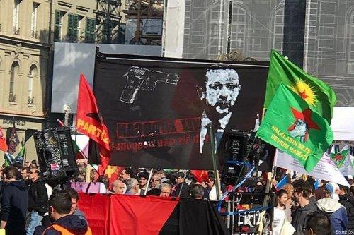 'Kill Erdogan' sign raised by protesters in Bern, Switzerland on March, 2017 [Ecenur Colak/Anadolu Agency]