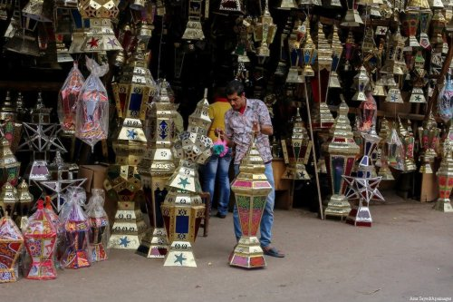 """Traditional lanterns known as """"Fanous"""" in Arabic, are seen at a market ahead of the Muslim holy month of Ramadan in Cairo, Egypt, on 21 May, 2017 [Amr Sayed/Apaimages]"""