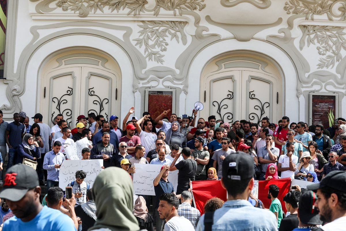 Tunisians stage a protest after a person was killed during clashes between security forces and protesters in Tunis, Tunisia on 22 May, 2017 [Nacer Talel/Anadolu Agency]