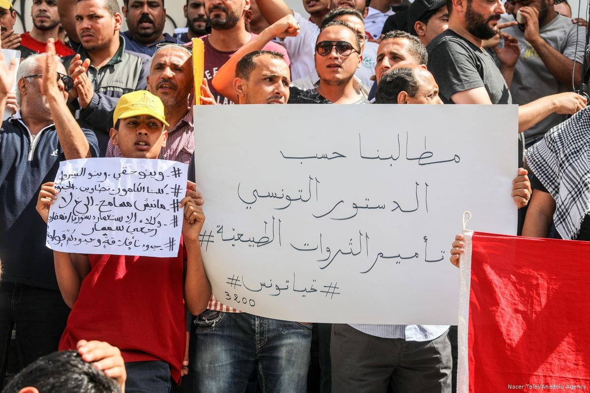 Tunisians stage a protest after a person was killed during clashes between security forces and protesters in Tunis, Tunisia on 22 May 2017 [Nacer Talel/Anadolu Agency]