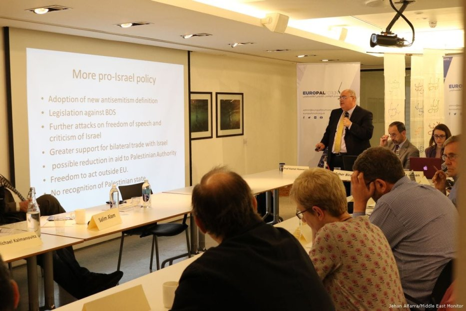 Image of Professor Kamel Hawwashat at the Europal forum round-table discussion on UK policy towards Palestine on 23rd May 2017 [Jehan Alfarra/Middle East Monitor]