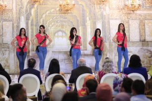 Sare Abdulvahid (L), Ciler Muhammed (2ndL), Lidye Halat (3rd R), Merve Rokan (2nd R) and Esine Muzhir (R) compete during the Miss Iraq Beauty Contest in Baghdad, Iraq on May 25, 2017 [Haydar Hadi/ Anadolu Agency]