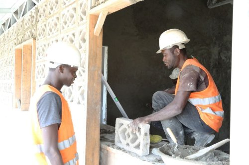 Image of Ghanaian workers at a construction site [PROU.S Army Corps of Engineers Europe District/Flickr]