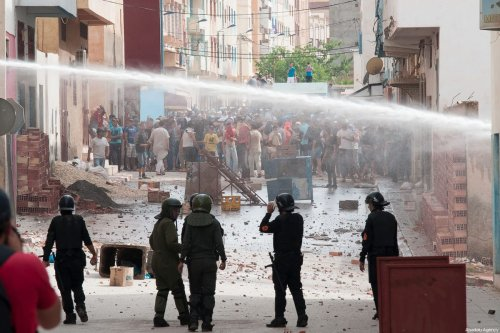 Protesters from Rif movement clash with security forces during a demonstration against government in Imzouren town near Al Hoceima city of Morocco on June 2, 2017 [Jalal Morchidi / Anadolu Agency]
