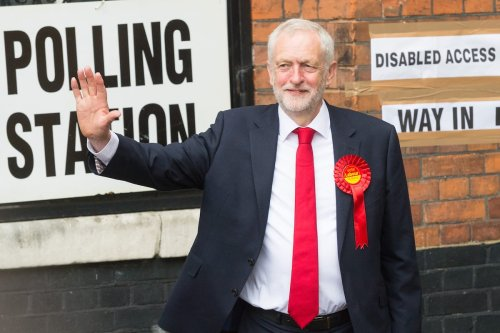 British Labour Party Leader Jeremy Corbyn waves to the crowd after voting in the general election in London, UK on 8 June 2017 [Ray Tan/ Anadolu Agency]
