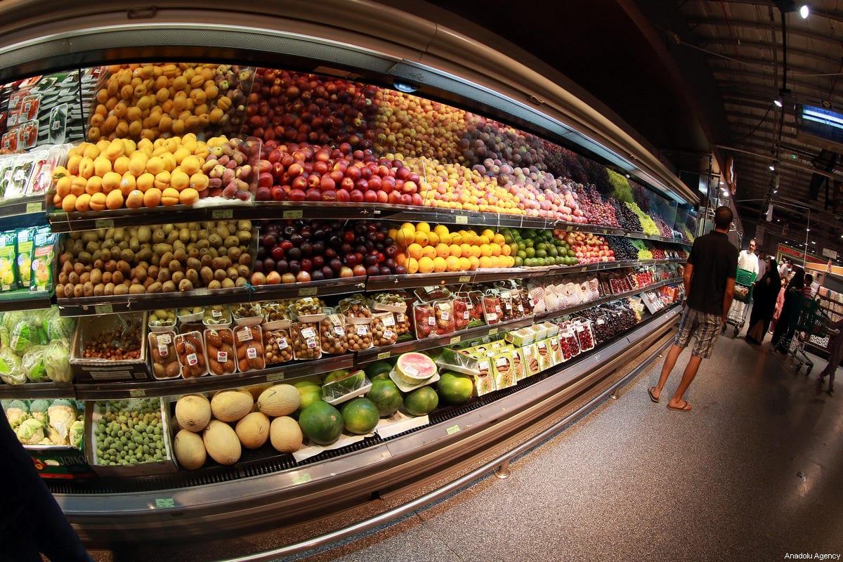 Customers are seen shopping at Al Meera market in Doha, Qatar on June 9, 2017 [Mohamed Farag / Anadolu Agency]
