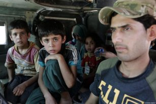 Children, who fled from the conflicts at al-Shifa neighborhood in west, sit inside of an armored vehicle in Mosul, Iraq on June 12, 2017 [Yunus Keleş / Anadolu Agency]