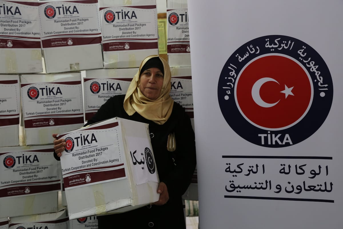 Turkish Cooperation and Coordination Agency (TIKA) delivers food aid to Palestinians at Zakat Committee center in East Jerusalem during Muslim's holy fasting month of Ramadan on June 21, 2017 [Mostafa Alkharouf - Anadolu Agency]