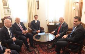 Israel's Prime Minister Benjamin Netanyahu (R) meets with Jared Kushner (3rd L) in Jerusalem on 21 June 2017 [Handout / Amos Ben Gershom / GPO]