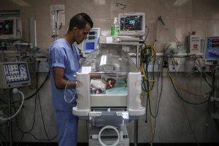 Newborn babies at the intensive care unit are seen at the Al-Shifa Hospital in Gaza City on 27 June, 2017 [Ali Jadallah/Anadolu Agency]