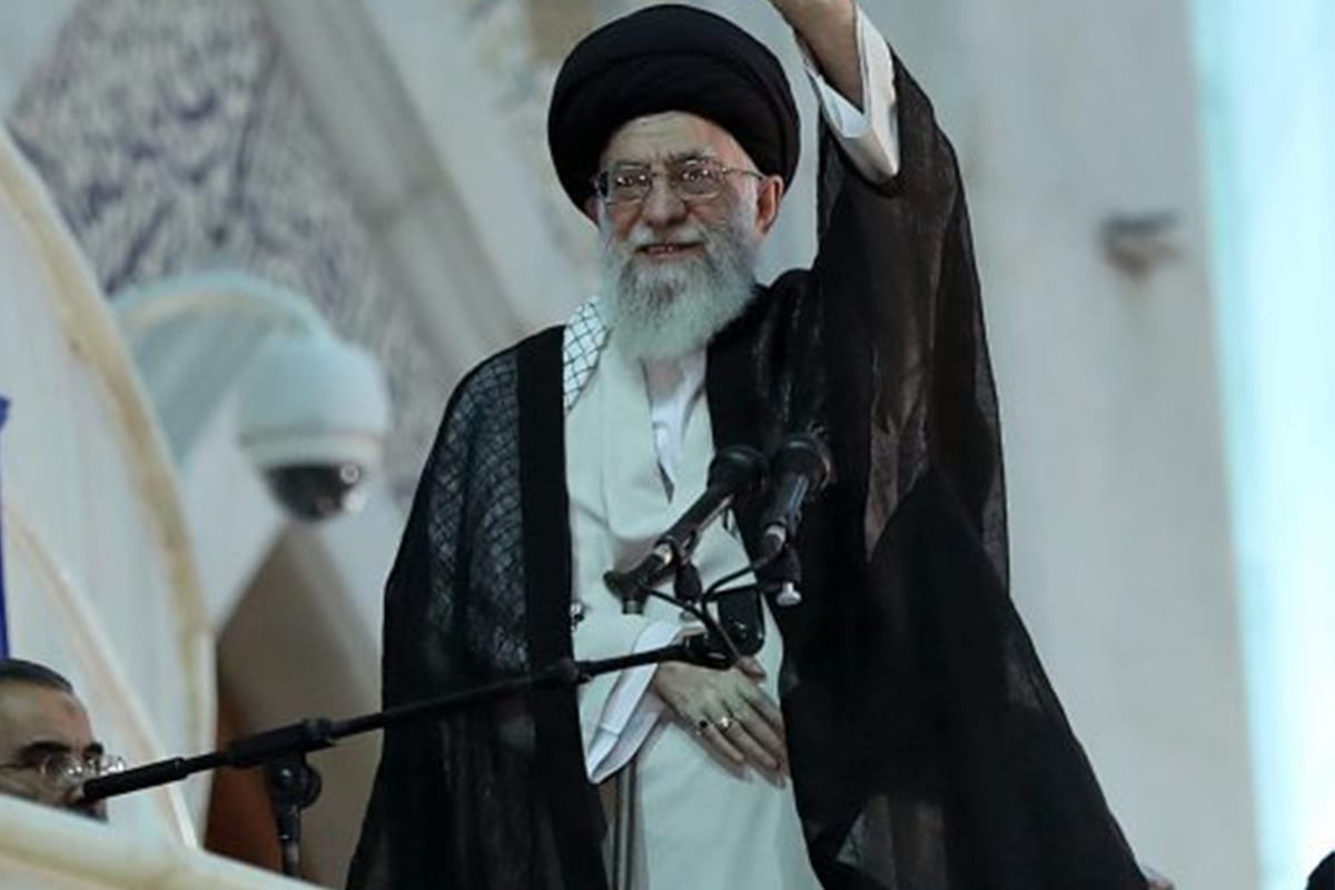 Supreme Leader of Iran, Ali Khamenei greets the crowd during the ceremony marking the 28th death anniversary of Ruhollah Khomeini, founder of the Islamic Republic of Iran, in Tehran, Iran on June 4, 2017 [Supreme Leader Press Office / Handout/Anadolu Agency]