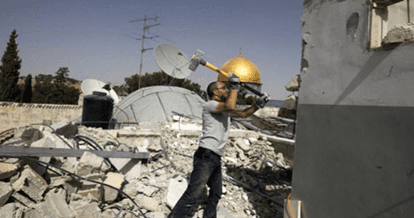 Israel forces a Palestinian from Jerusalem to demolish his own house on 4 July, 2017 [Assabeel.net]