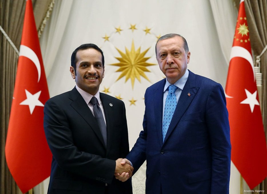 Turkish President Recep Tayyip Erdogan (L) meets with Foreign Minister of Qatar Mohammed bin Abdulrahman bin Jassim Al-Thani (R) in Ankara, Turkey on 14 July 2017 [Murat Kula/Anadolu Agency]