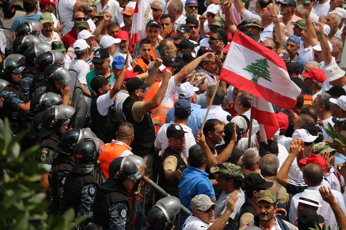 Lebanese public officials and private sector employees who wait to be permanent staff stage a demonstration demanding a wage increase at Riad Al Solh Square in Beirut, Lebanon on July 18, 2017 [Muhammed Ali Akman / Anadolu Agency]