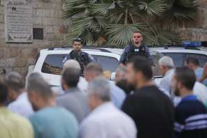 Palestinian worshippers prayer outside the Al-Aqsa compound because of the detectors installed by Israel on 19 July 2017 [Mostafa Alkharouf/Anadolu Agency]