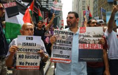 Protesters hold banners during a protest against Israel's violations on Al-Aqsa Mosque in New York, US on 22 July 2017 [Volkan Furunc/ Anadolu Agency]
