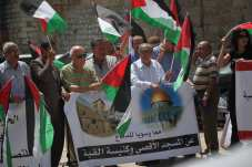Palestinians gather to protest against Israeli restrictions on Al-Aqsa Mosque, in Bethlehem, West Bank on 23 July 2017 [Mamoun Wazwaz/Anadolu Agency]