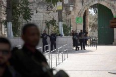 Israeli forces take security measures at the gates of Al Aqsa Mosque, after Israeli authorities decided to remove metal detectors from Al-Aqsa Mosque Compound in Jerusalem on 25 July, 2017 [Mahmoud İbrahem/Anadolu Agency]
