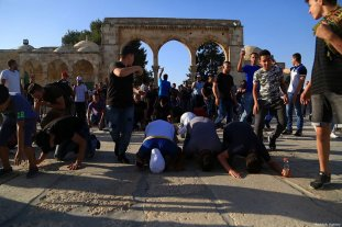 JERUSALEM - JULY 28 : Palestinians celebrate as they enter the Al Aqsa Mosque following the removal of Israeli security measures at the entrances to Al Aqsa Mosque in Jerusalem, on July 28, 2017. ( Enes Canlı - Anadolu Agency )