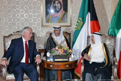 US Secretary of State Rex Tillerson (L) meets with Emir of Kuwait Sheikh Sabah IV Ahmad Al-Jaber Al-Sabah (R) in Kuwait on 10 July 2017 [Kuwait Emirate Council/Anadolu Agency]
