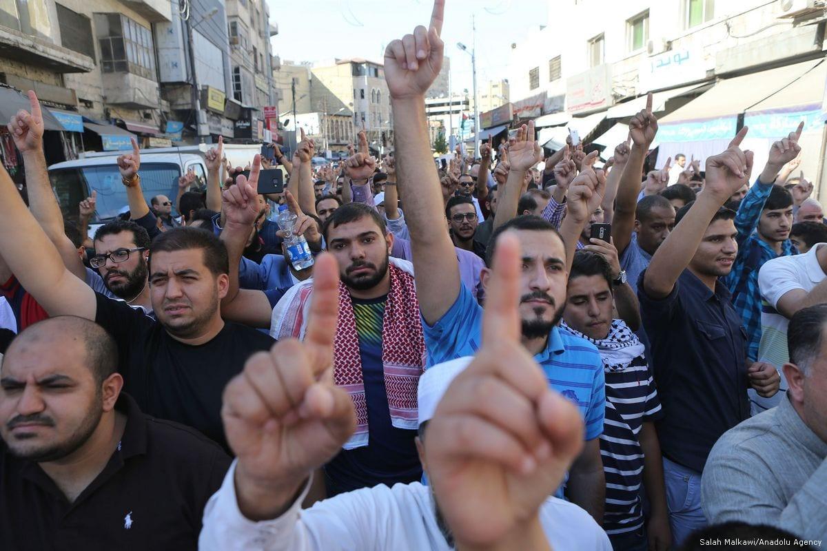 Demonstrators shout slogans during a protest against Israel's policies in Amman, Jordan on 15 July 2017 [Salah Malkawi/Anadolu Agency]
