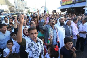 Jordanians shout slogans during a protest against the closure of the Al-Aqsa Mosque in Amman, Jordan on 15 July 2017 [Salah Malkawi/Anadolu Agency]