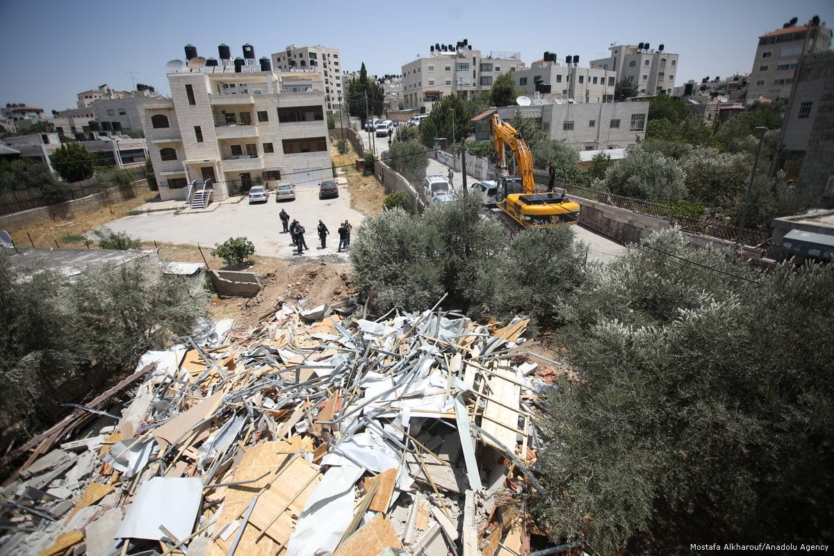 Israeli forces demolish a house due to it being in Beit Hanina, Jerusalem on 4 July 2017 [Mostafa Alkharouf/Anadolu Agency]