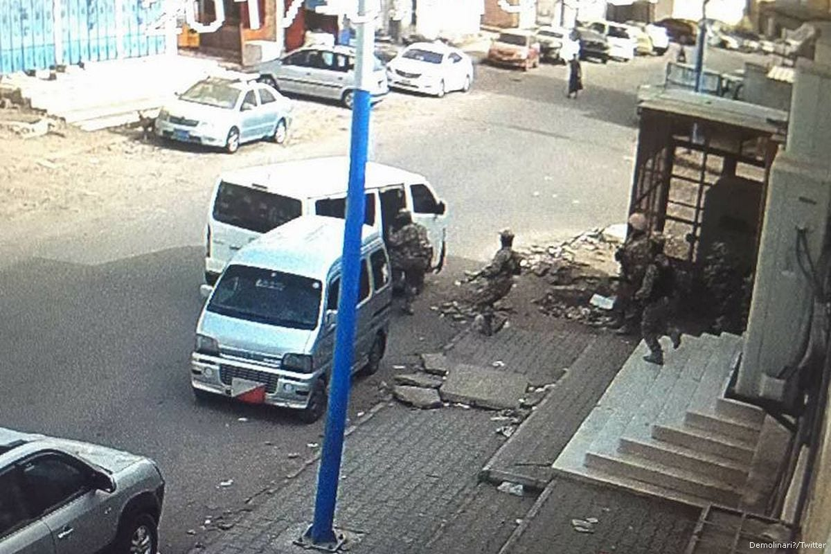 The getaway car belonging to the armed gang who stormed inside the National Bank of Yemen's Mansoura on 14 July 2017 [Demolinari/Twitter]