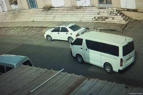 The getaway car belonging to the armed gang who stormed inside the National Bank of Yemen's Mansoura on 14 July 2017 [Demolinari‏/Twitter]