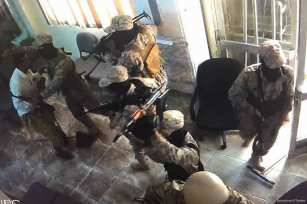 Armed gang stormed inside the National Bank of Yemen's Mansoura branch in Aden in an attempted robbery on 14 July 2017 [Demolinari/Twitter]