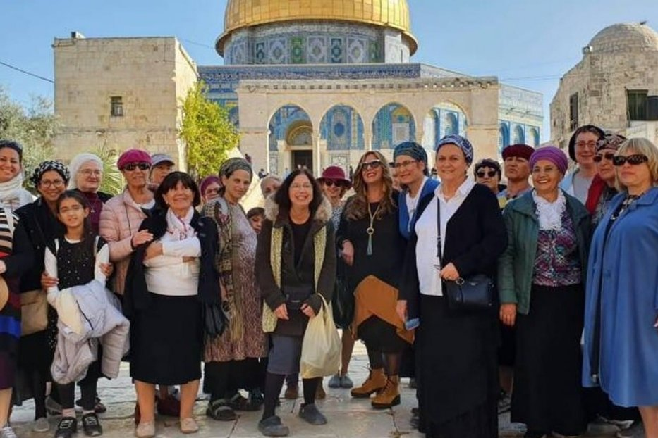 Settlers storm Al-Aqsa includingmembers of the Israeli group Women for the Temple Mount
