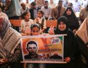 Palestinians hold a demonstration in support of Palestinian prisoners in Israeli jails, outside the International Committee of the Red Cross (ICRC) in Gaza City, Gaza on 31 July, 2017 [Mustafa Hassona/Anadolu Agency]