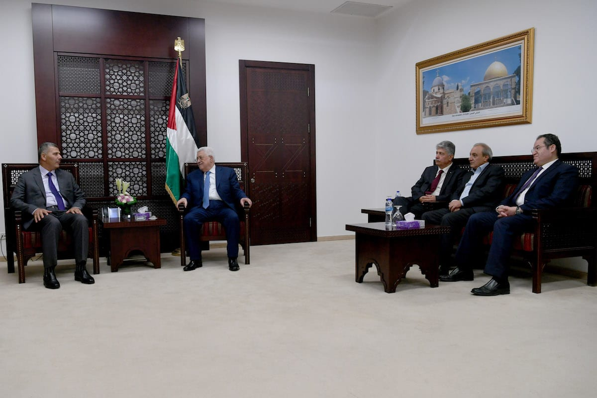 Palestinian President Mahmoud Abbas (2nd L) receives Hamas delegations at his office in Ramallah, West Bank on 1 August, 2017 [Palestinian Presidency/Anadolu Agency]