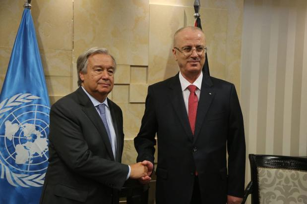 United Nations Secretary General Antonio Guterres (L) shakes hands with Prime Minister of Palestine Rami Hamdallah (R) as they pose for a photo ahead of their meeting at Prime Ministry building in Ramallah, West Bank on August 29, 2017. ( Issam Rimawi - Anadolu Agency )