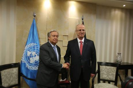 United Nations Secretary General Antonio Guterres (L) shakes hands with Prime Minister of Palestine Rami Hamdallah (R) in Ramallah, West Bank on 29 August 2017 [Issam Rimawi/Anadolu Agency]