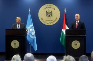 United Nations Secretary General Antonio Guterres (L) holds a joint press conference with Prime Minister of Palestine Rami Hamdallah (R) following their meeting at Prime Ministry building in Ramallah, West Bank on August 29, 2017. ( Issam Rimawi - Anadolu Agency )