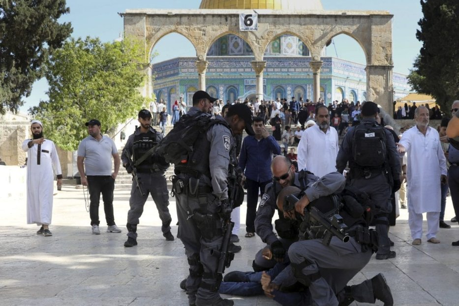 Scores of Israelis stormed the courtyards of Al-Aqsa Mosque under heavy police and military protection, on 18 July 2019 [Arab48]