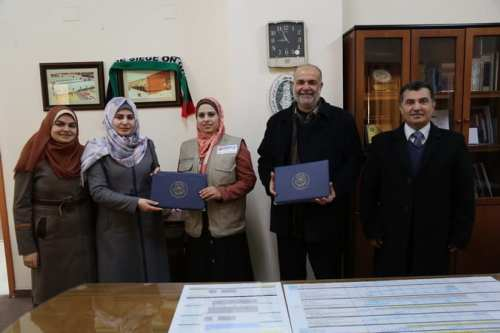 Dr Nazmi Al-Masri [right] seen during an appreciation ceremony for aid by Mercy Malaysia at the Islamic University of Gaza [Photo: Islamic University of Gaza]