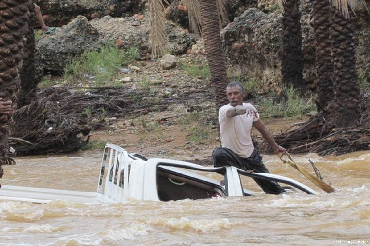 Yemeni man on top of his vehicle as water levels rise due to heavy rainfall [Moëz BHAR/Twitter]