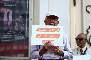 Tunisian demonstrators gathering outside the National Theatre on Avenue Habib Bourguiba hold banners to protest against Myanmar's oppression towards Rohingya Muslims, in Tunis, Tunisa, September 8, 2017. ( Yassine Gaidi - Anadolu Agency )
