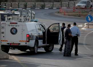 Israeli forces take security measures after they shot a Palestinian who was allegedly carrying out a knife attack in Kiryat Arba on the outskirts of Hebron on 13 September 2017 [Mamoun Wazwaz/Anadolu Agency]