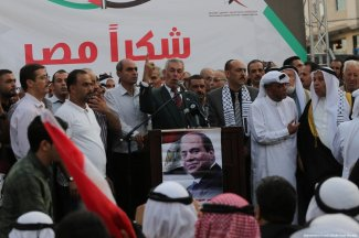The Egyptian Community in Gaza holds a ceremony thanking Egypt for its help with reconciliation in the Square of the Unknown Soldier in the centre of Gaza City on 25 September 2017. [Moahmmed Asad/Middle East Monitor]