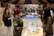 Peshmerga forces cast their ballots in the Kurdish Regional Government (KRG)'s non binding independence referendum on 25 September 2017. [Yunus Keleş /Anadolu Agency]