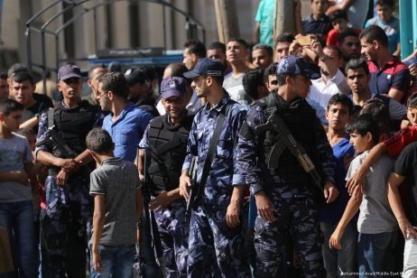 Palestinian security forces keep watch as crowds form to welcome the Palestinian Prime Minister, Rami Hamdallah to Gaza on 2 October 2017 [Mohammed Asad/Middle East Monitor]