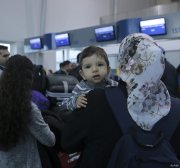 Greece to shut down 3 refugee camps