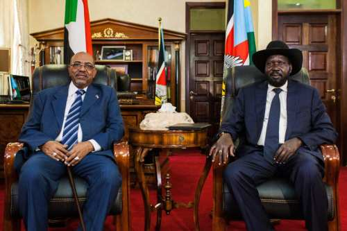 Sudan's President Omar al-Bashir (L) with South Sudan's President Salva Kiir, [Reuters/Adriane Ohanesian]