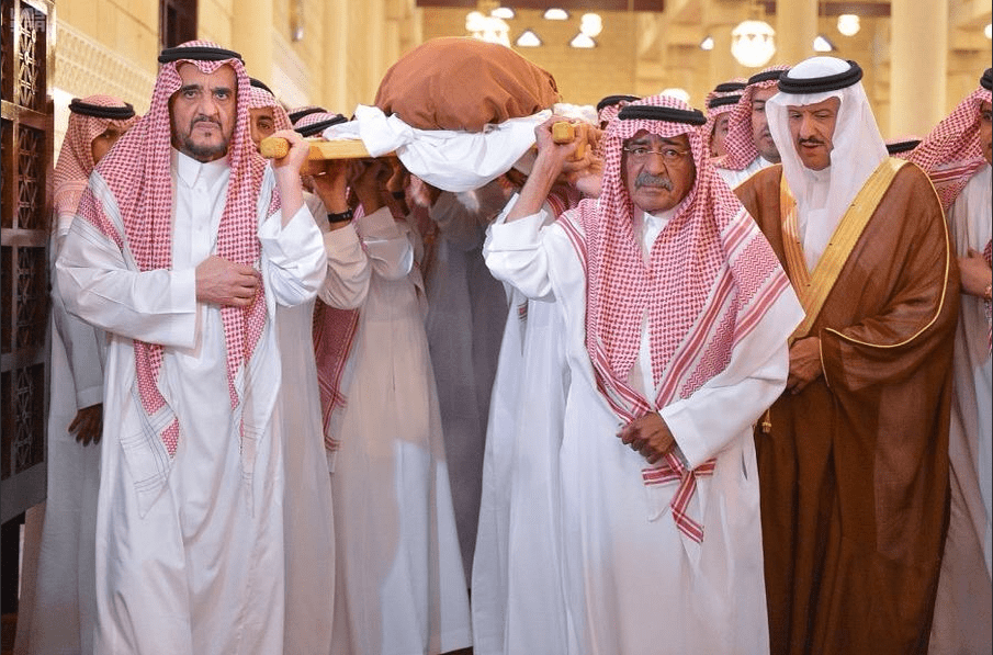 Prince Miqrin is seen carrying his son's corpse during his funeral on 07 November 2017. Prince Mansour was killed along with seven officials after their helicopter crashed on 5 November 2017 [SPA]