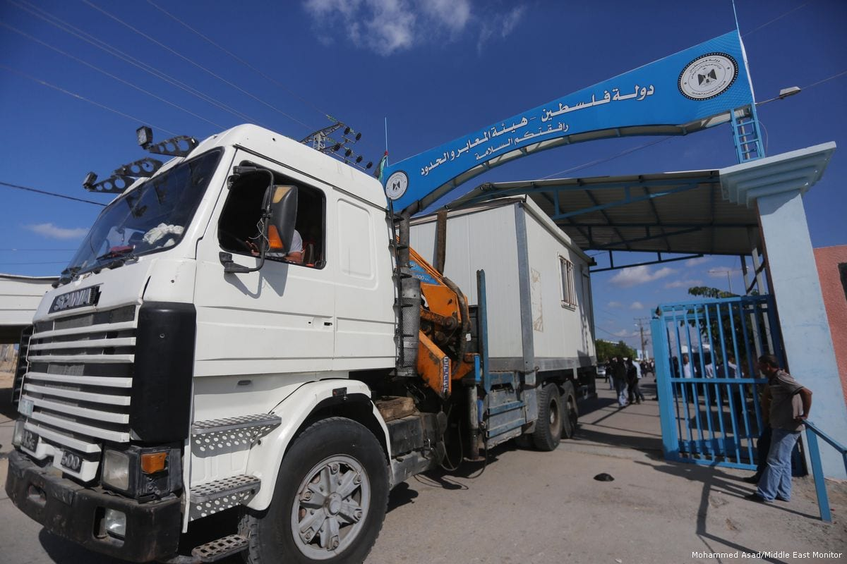 Palestinian Authority officials can be seen taking control of Gaza crossings [Mohammed Asad/Middle East Monitor]